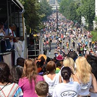 Picture of the audience watching the notting hill carnival.
