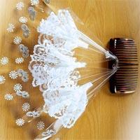 Black hair comb with white lace plumes